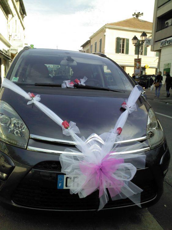 decoration voiture mariage avec tulle