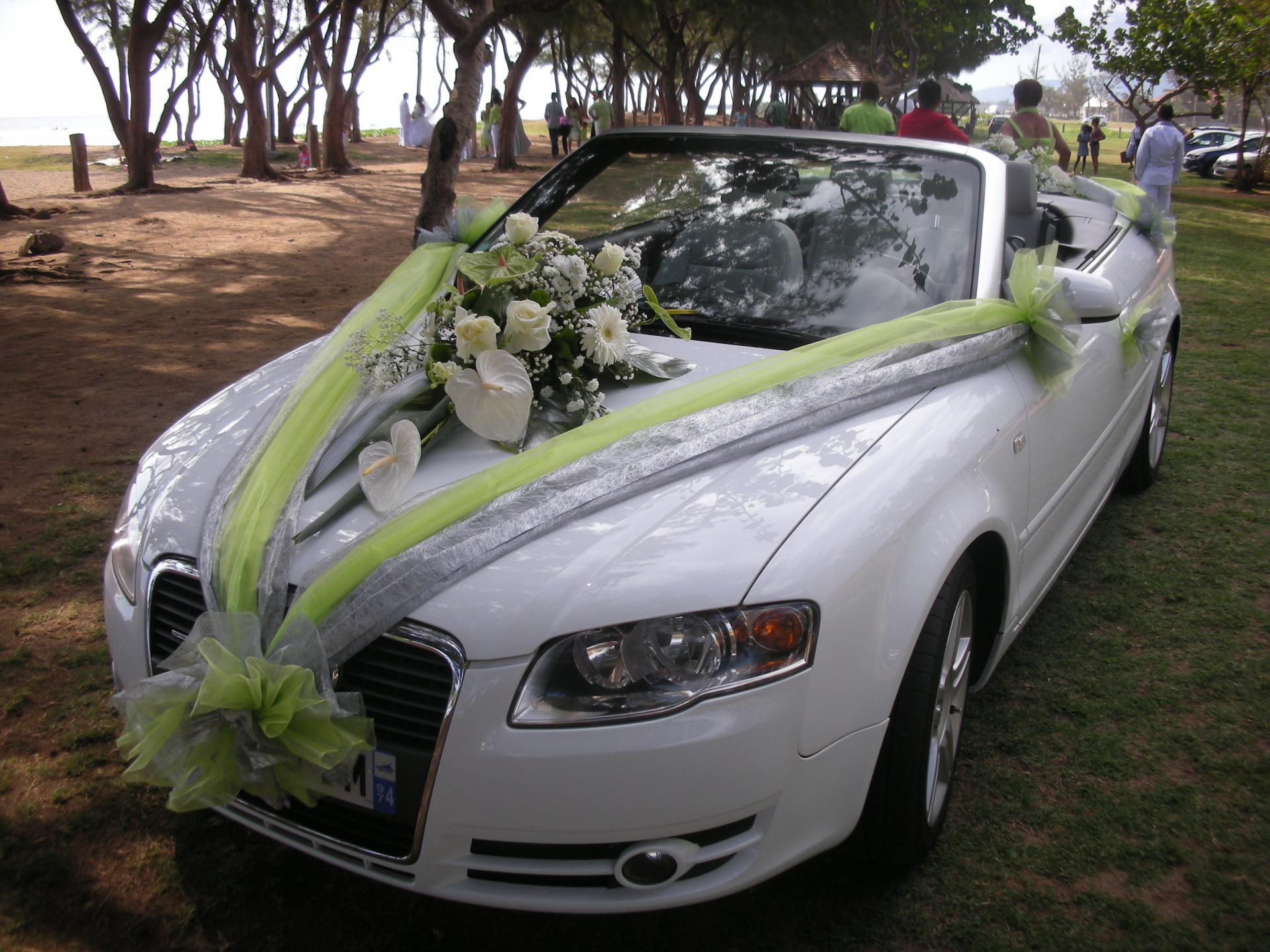 decoration voiture mariage avec tulle ma jolie toile. Black Bedroom Furniture Sets. Home Design Ideas